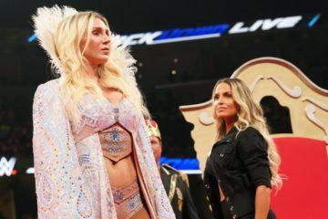 Trish Stratus contre Charlotte Flair